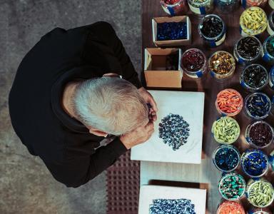 Lino Tagliapietra preparing murrine for an artwork.