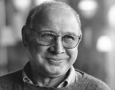 Black and white portrait of Lino Tagliapietra.